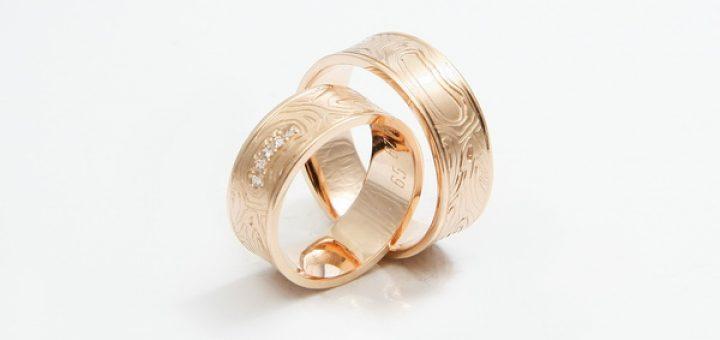 Zlati poročni prstani