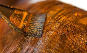 ali naravna barva prekrije sive lase?