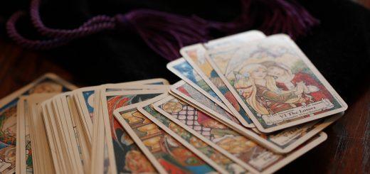 V pravih rokah karte povedo zgodbo