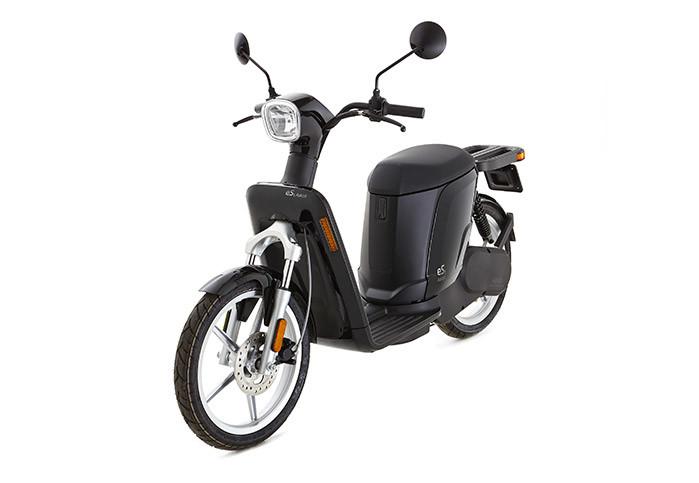 Črn moped