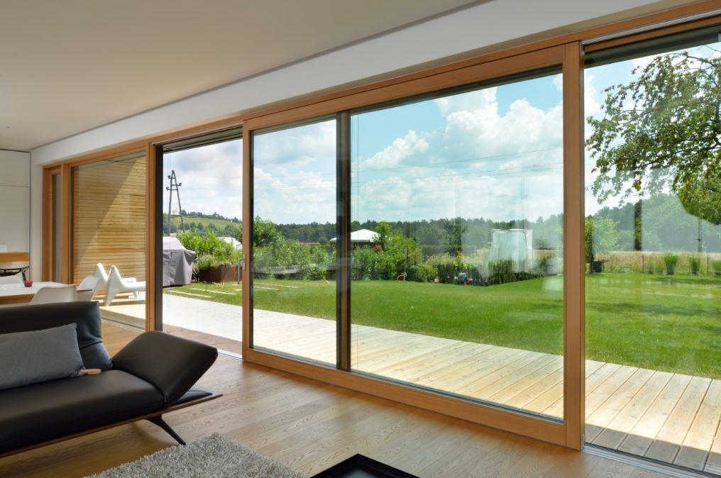 Velika lesena okna