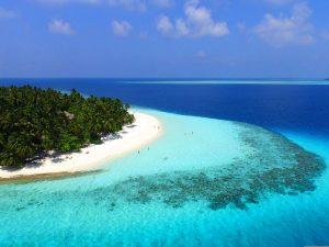 Rajske plaže in toplo sonce na Maldivih.