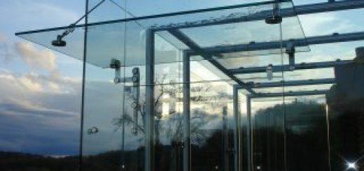 Različni stekleni nadstreški