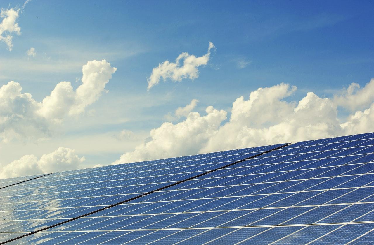 S sončno elektrarno na strehi do električne samooskrbe